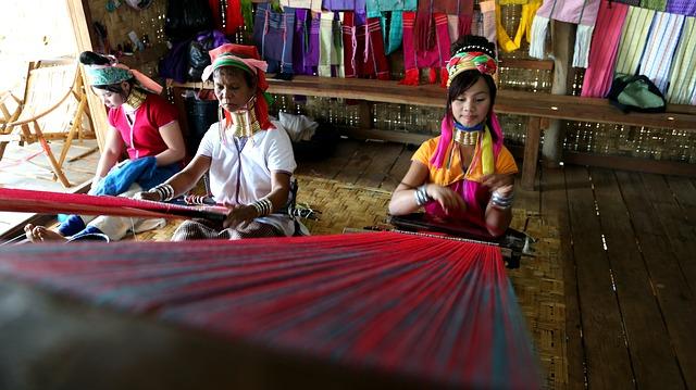 שבט ארוכות הצוואר, טיול מאורגן לתאילנד